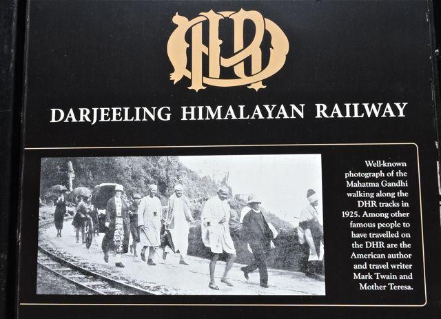 गाँधी जी - दार्जीलिंग हिमालय रेल पर
