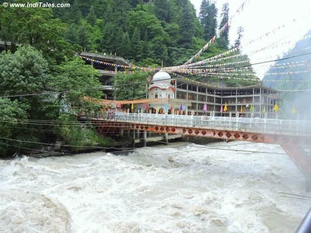 मणिकरण साहिब के पास पार्वती नदी पे पुल