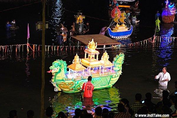 वाल्वंती नदी पे रंगारंग नौका विहार - गोवा