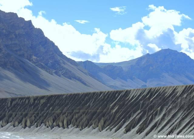 पिघलते बनते भुरभूरे से हिमालय पर्वत
