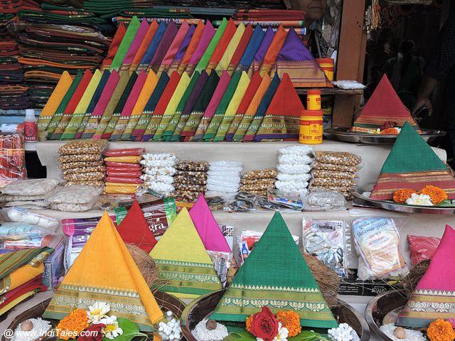 ताम्बडी जोगेश्वरी मंदिर के बाहर की दुकानें