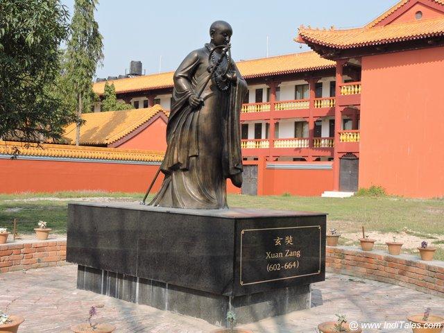 चीनी यात्री हुआन त्सांग की प्रतिमा - लुम्बिनी