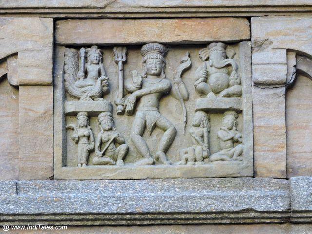 नृत्य मुद्रा में शिव