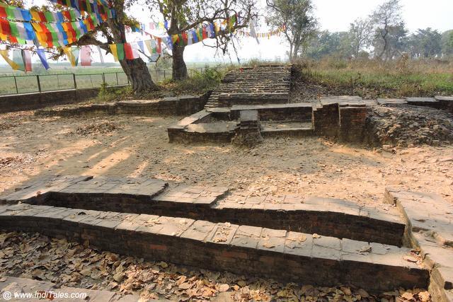 महाद्वार - तिलौराकोट का पूर्वी द्वार - जहाँ से गौतम ने कपिलवस्तु से प्रस्थान किया - नेपाल
