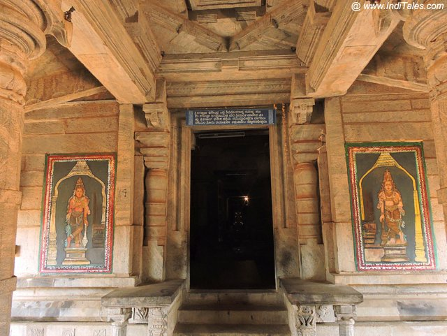 १००० स्तम्भ मंदिर पे चित्रित द्वारपाल - मूडबिद्री