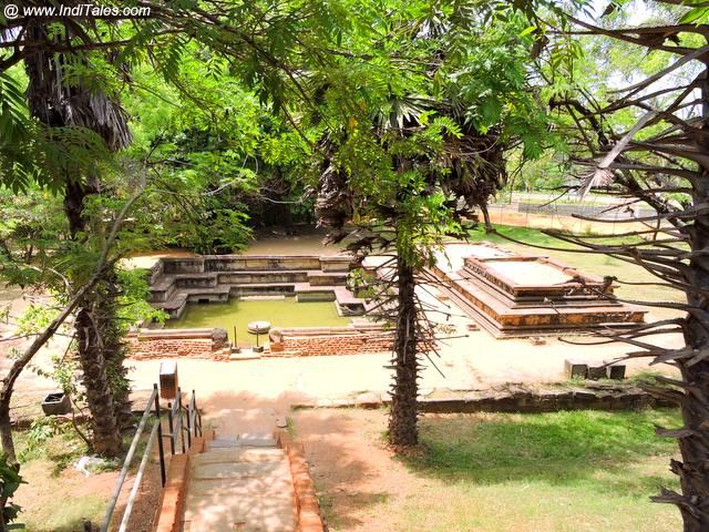 राजसी स्नानगृह – कुमार पोकुना