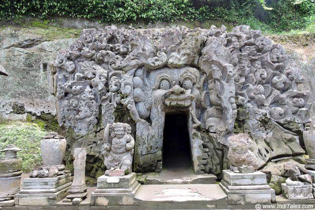 गुआ गजः मंदिर - बाली इंडोनेशिया