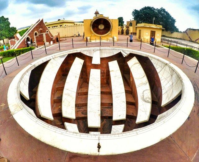 जय प्रकाश यन्त्र - जंतर मंतर जयपुर