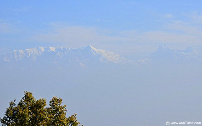 हिमालय की चोटियाँ - बिनसर से