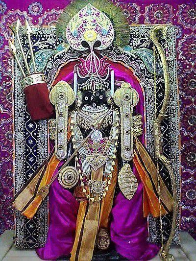 श्री कृष्ण चतुर्भुज विष्णु के रूप में - द्वारकाधीश मंदिर में