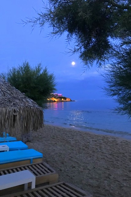 मिकोनोस द्वीप के तट पर सांझ
