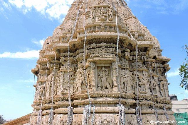 रुक्मिणी मंदिर के शिखर पर शिल्पकारी