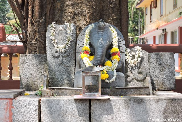 Naag Nagini statues at the entrance of the temple