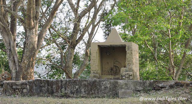 राजाजी राष्ट्रीय उद्यान - मुंडल देव मंदिर