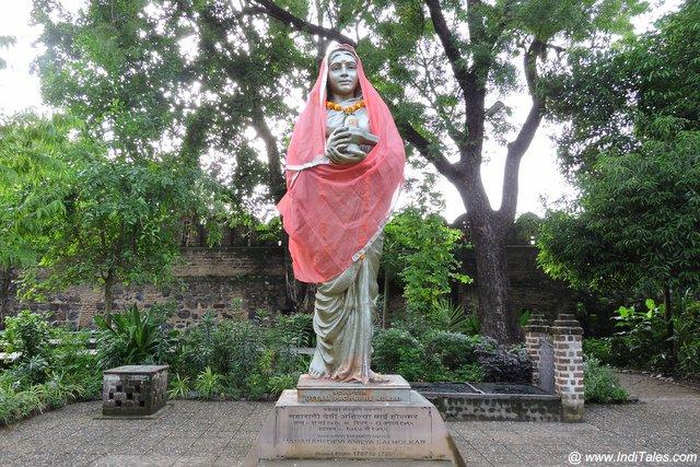 रानी अहिल्या बाई होलकर की प्रतिमा