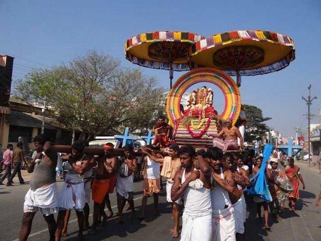 कामाक्षी अम्मा की उत्सव मूर्ति यात्रा पर