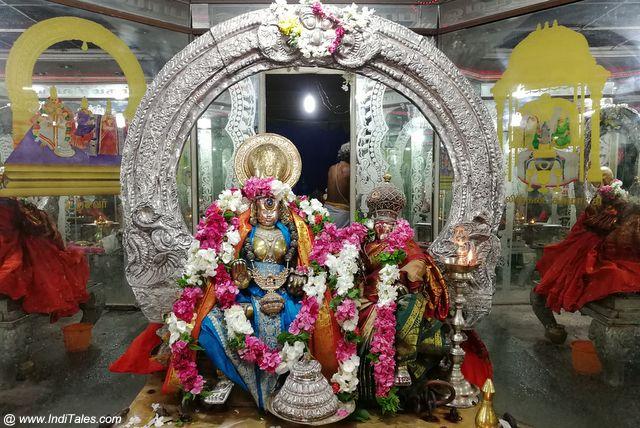 शिव-पार्वती की उत्सव मूर्ति - एक्म्बरेश्वर मंदिर, कांचीपुरम