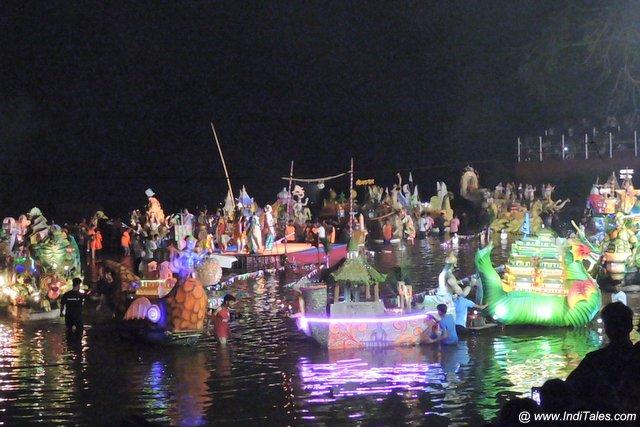 त्रिपुरारी पूर्णिमा पे नौका विहार - गोवा के उत्सव