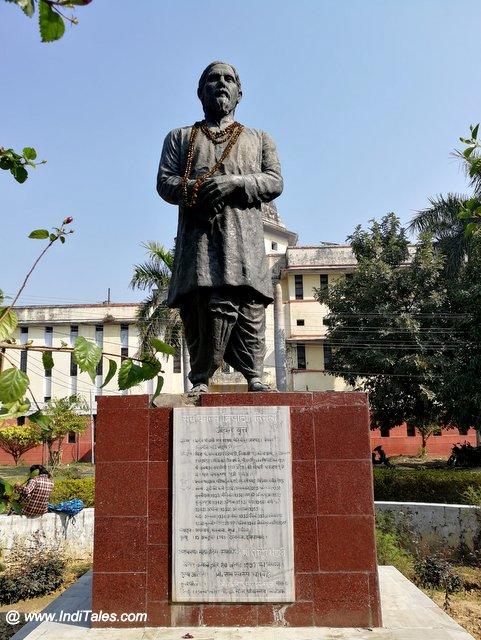 प्रसिद्द कवि निराला की प्रतिमा