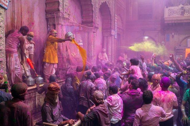 श्री बांके बिहारी मंदिर की होली