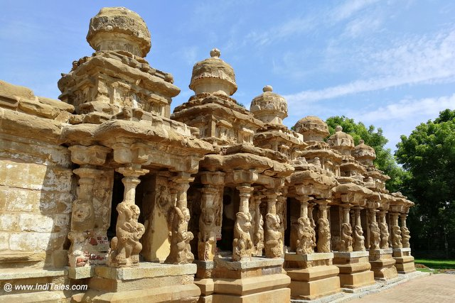 प्रमुख मंदिर के समक्ष ८ छोटे मंदिर - कैलाशनाथ मंदिर कांचीपुरम