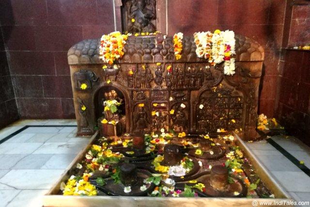चक्रेश्वर महादेव मंदिर की शिला