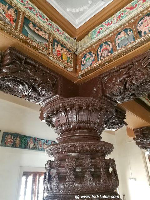 उत्कर्ष काष्ठ कला लिए कशी पुरुष मंदिर के स्तम्भ