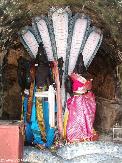 लक्ष्मी नारायण की प्राचीन मूर्ति