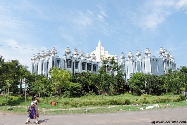 श्रीयन्त्र की संरचना में पुस्तकालय