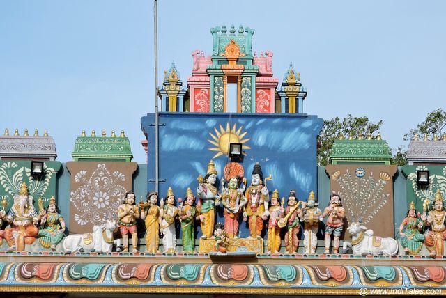शिव विवाह - नागुलेश्वर मंदिर के गोपुरम पर