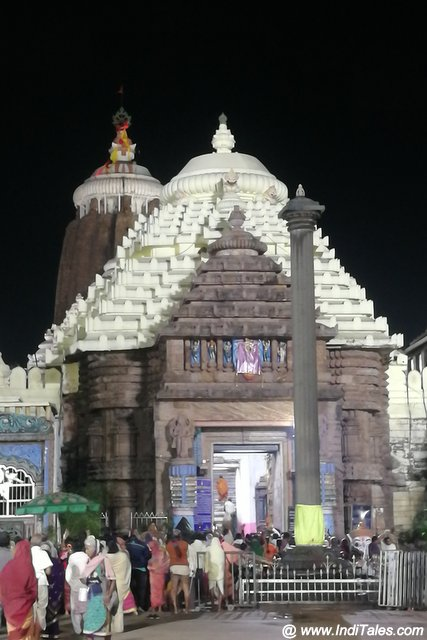 Arun Stambh at the lion gate of Jagannath Puri temple