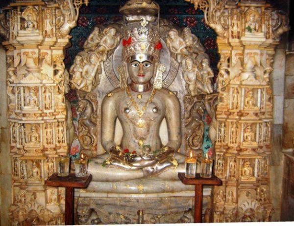 Statue of Swami Mahavir at Mahavir Temple