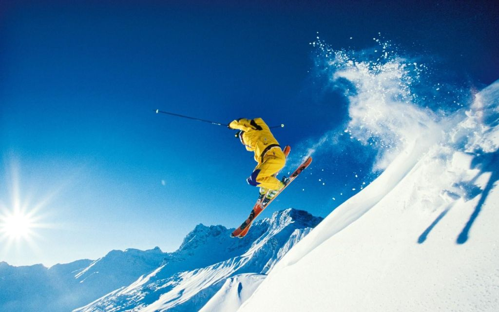 skiing auli
