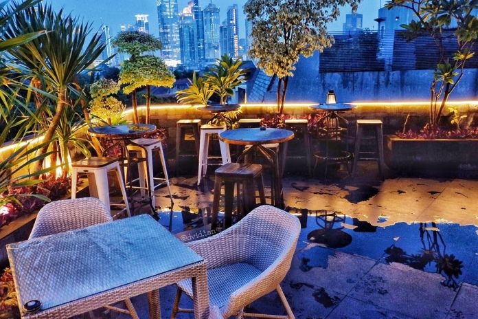 16-Restaurants-and-Cafes-with-Breathtaking-City-Views-in-Jakarta-Upstairs-Rooftop-Cafe