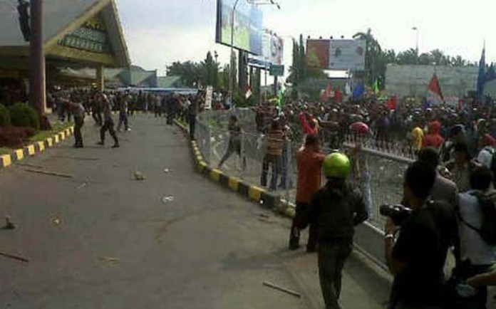 Indoleft Students And Workers In Medan Blockade Polonia Airport