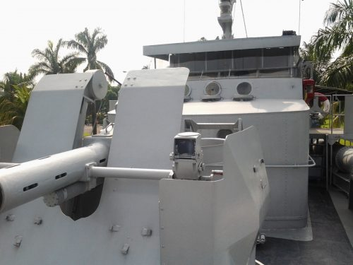 Posisi Bofors 40mm di MTB Jaguar pada haluan.
