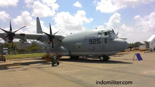 C-130J Super Hercules AU AS, saat dipamerkan dalam Singapore Airshow 2016.
