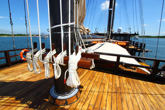 Waow Indonesia Yacht Charter