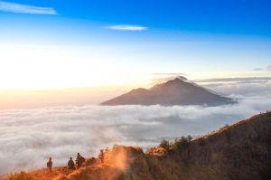 Pemandangan kabut lautan awan Gunung Batur Kintamani Bali - Indonesia traveller