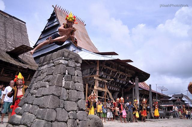 wisata lombat batu nias - indonesia traveller - wisata pulau nias - jakarta traveller