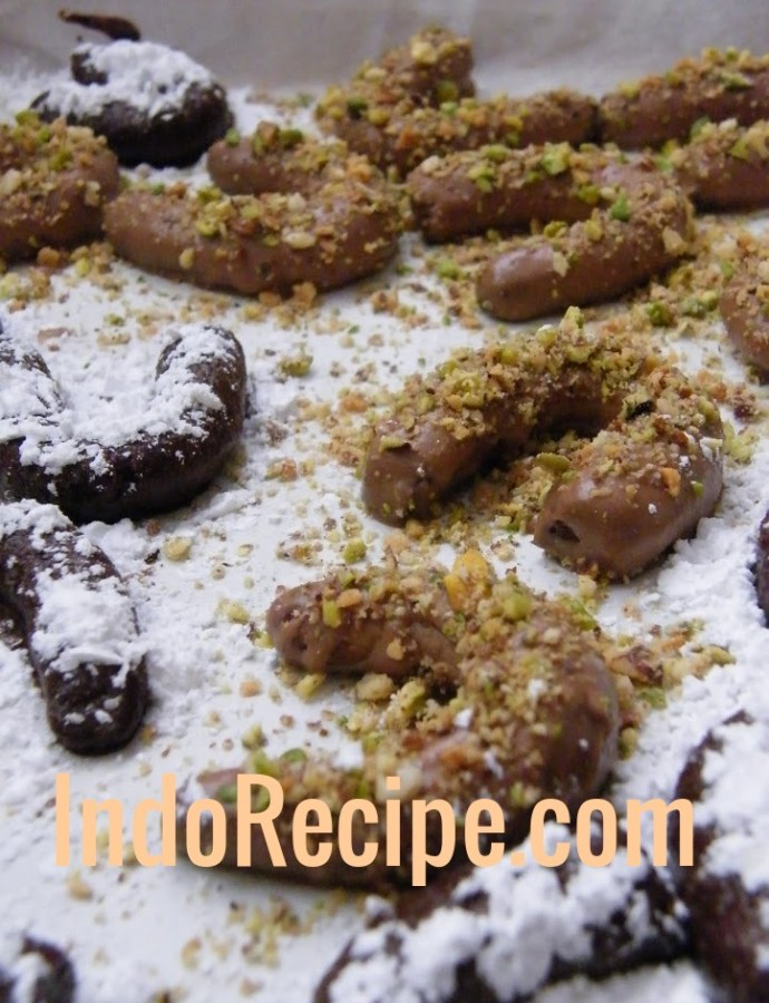 Mokkas/Kapucsinos Kifli (Hungarian Crescent Cookies)