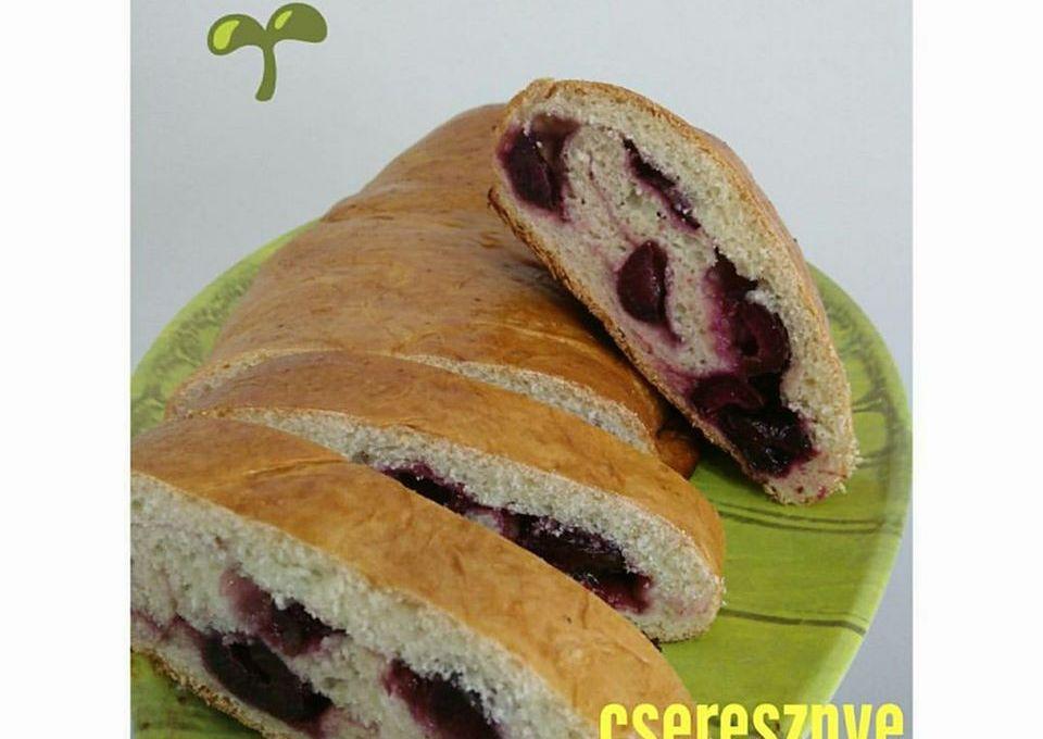 Cseresznye Kalacs (Dark Sweet Cherry Loaf)