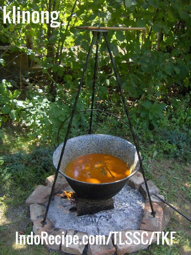 Hungarian Goulash Soup (Gulyasleves)