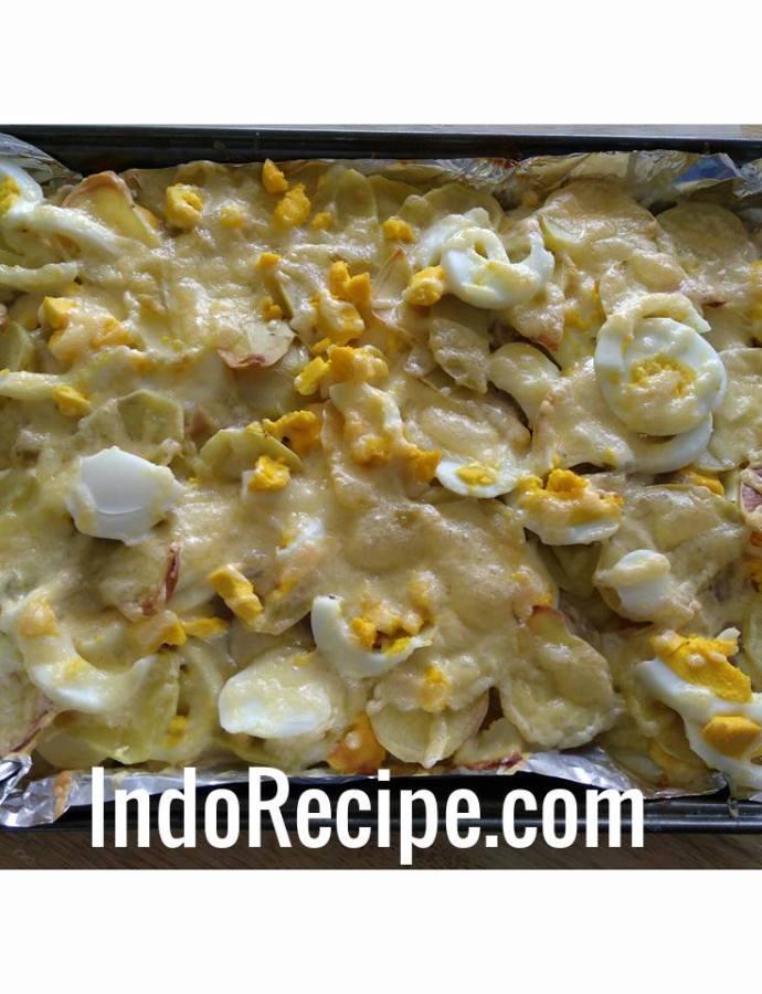 Scalloped potatoes (rakott krumpli)