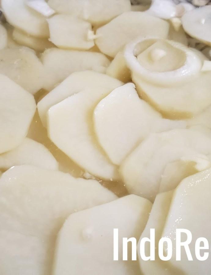 Hagymas ecetes krumplisalata (Hungarian potato salad)