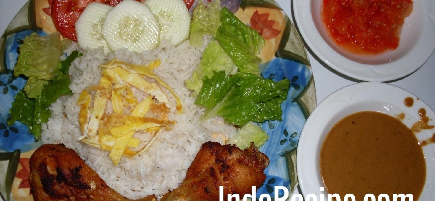 Coconut Rice Plate (Nasi Uduk Komplit)