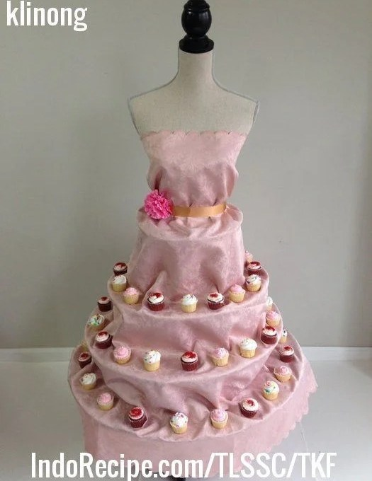 Couture Dessert Stand (Life Size)