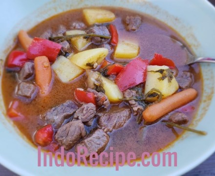 Goulash (Hungarian Beef Soup) – Gulyasleves