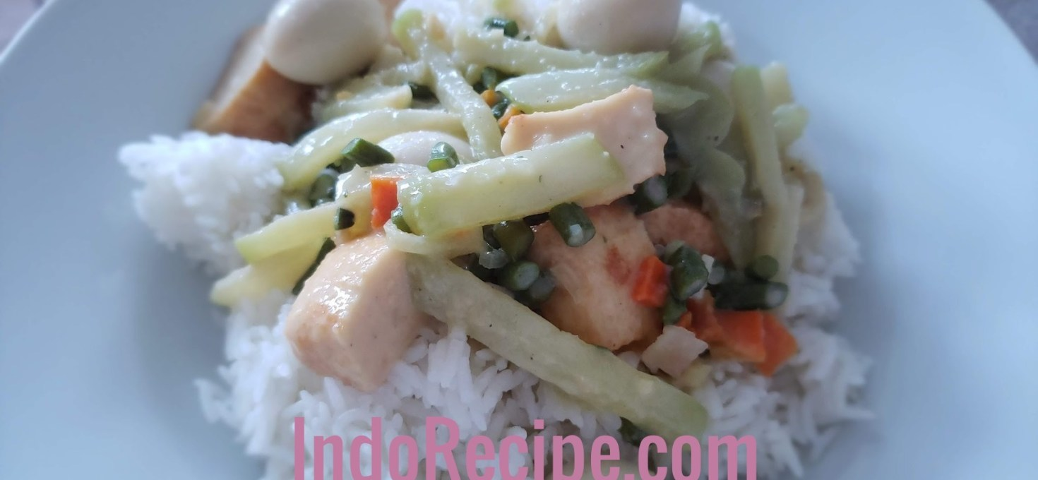 Chayotte and Quail Eggs in Coconut Gravy (Lodeh)