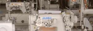 Imagen de varias máquinas de coser en un almacén